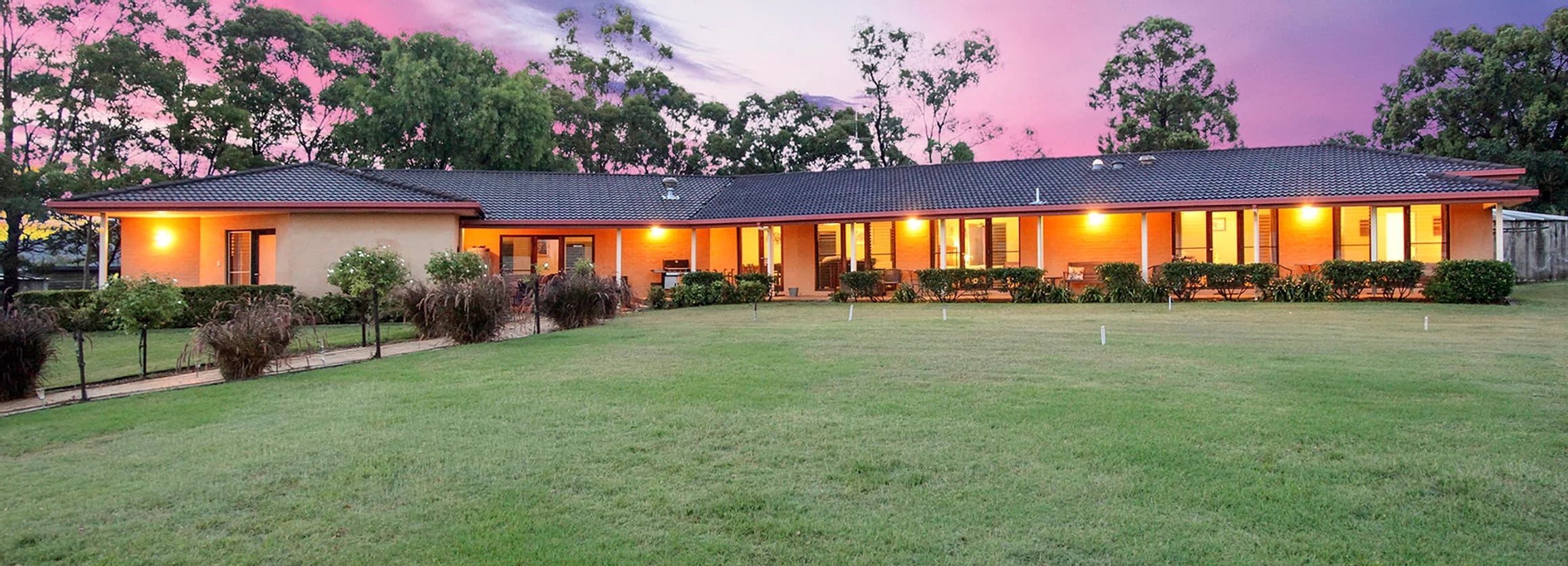 Burncroft Guesthouse - Hunter Valley Tours
